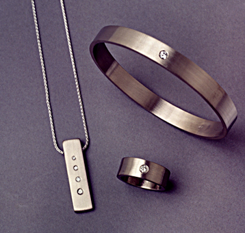 18k palladium white gold pendant, ring and bangle